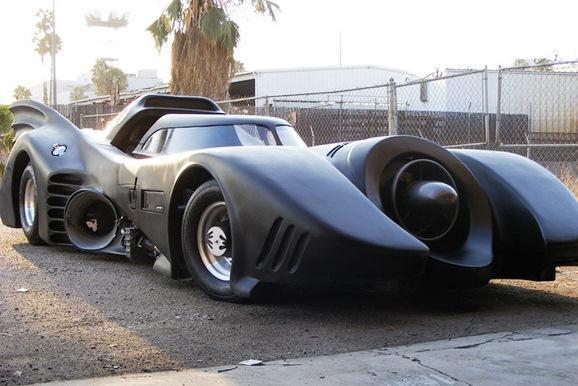 Susivienijo visi Batmano automobiliai