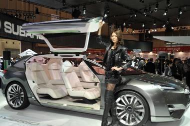 """""""Subaru"""" pristato koncepcinį keturvietį hibridinį universalą"""
