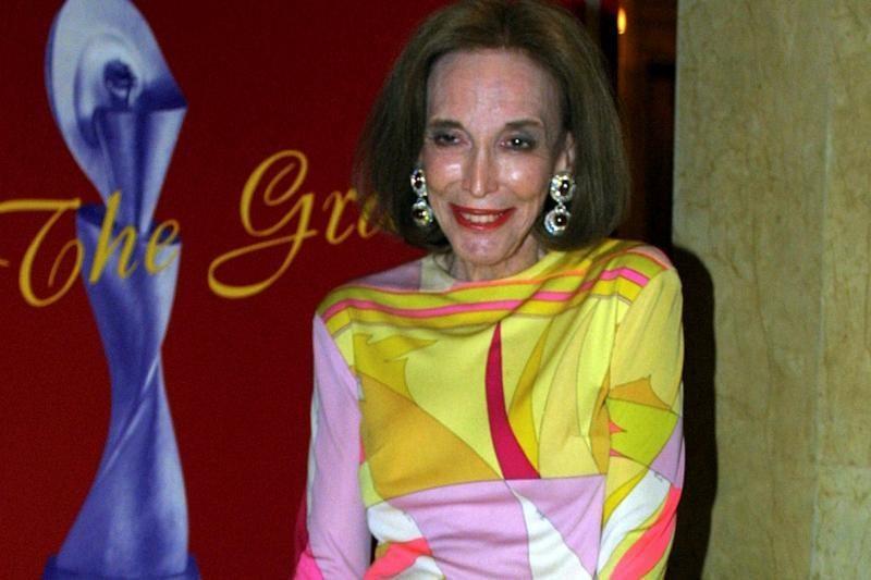 """Mirė 90-metė """"Cosmopolitan"""" redaktorė Helen Gurley Brown"""