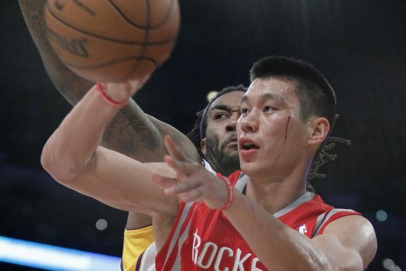 """D. Motiejūnas komandos triumfą prieš """"Lakers"""" stebėjo nuo suolo"""