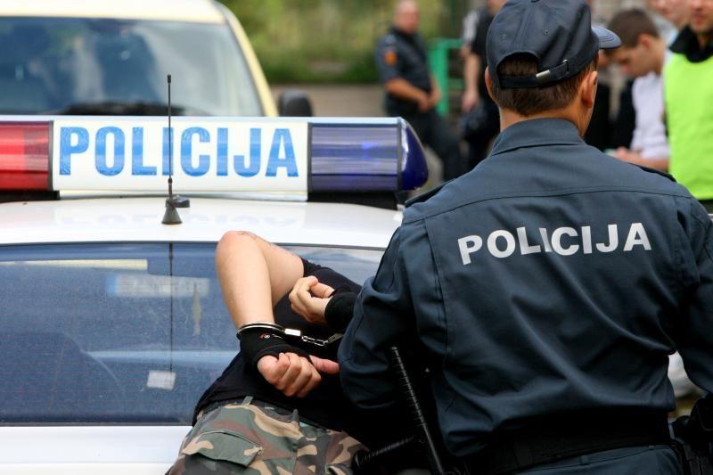Policija prašo internetu padėti nustatyti nusikaltusius asmenis