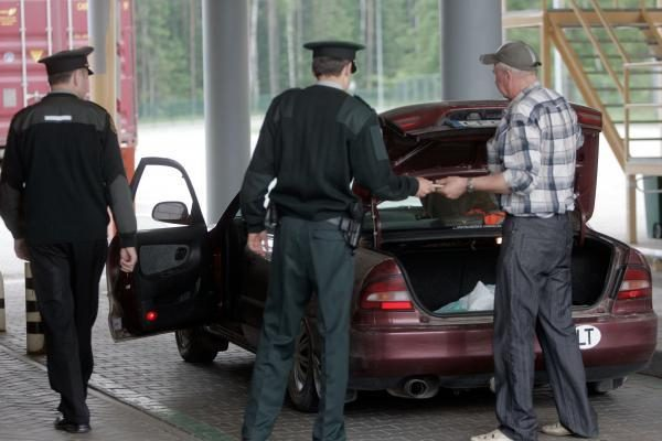 Pareigūnai teigia, kad kontrabandininkų sąrašas plečiasi