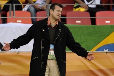 Dunga oficialiai paliko Brazilijos futbolo rinktinę