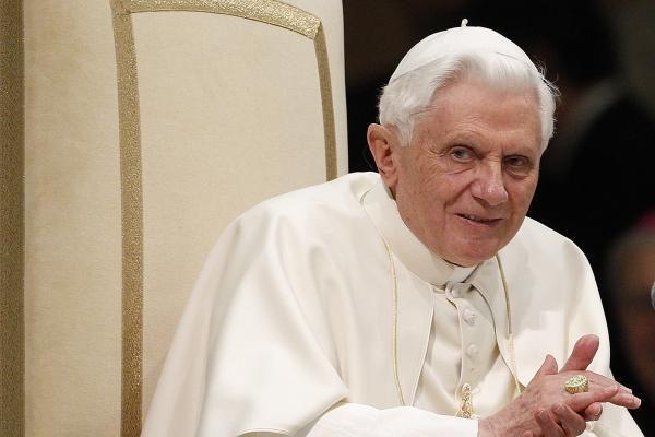 """Benediktas XVI atsistatytino """"paliepus Dievui"""""""