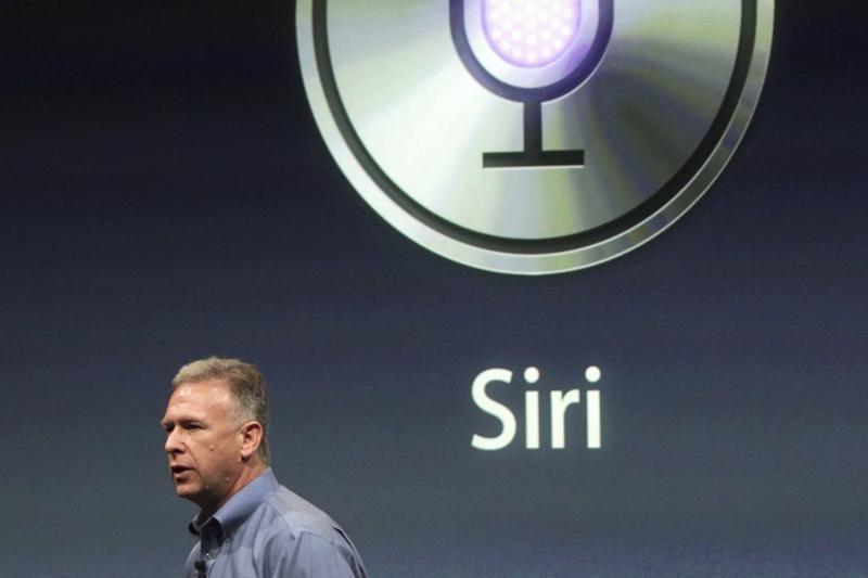 """""""Apple"""" apribojo galimybę naudoti """"Siri"""" įvairiuose įrenginiuose"""
