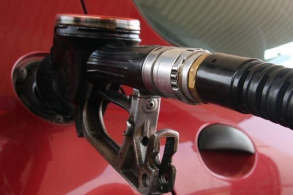 Benzinas Lietuvoje brangsta dėl padėties Čilėje?