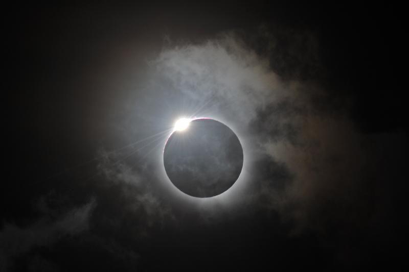 Australijoje smalsuoliai žavėjosi retu visišku Saulės užtemimu (foto)