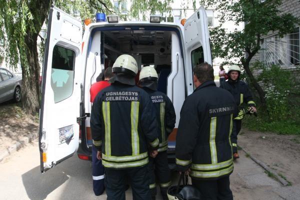 Vilniuje daugiabučiame name kilus gaisrui, dūmais apsinuodijo moteris
