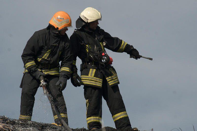 Per gaisrą Vilniuje naktį žuvo du žmonės (papildyta)