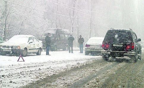 Į avariją pateko vaikų ledo ritulio komanda