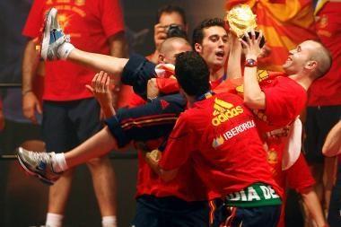 Ispanus pasitiko šimtatūkstantinė minia