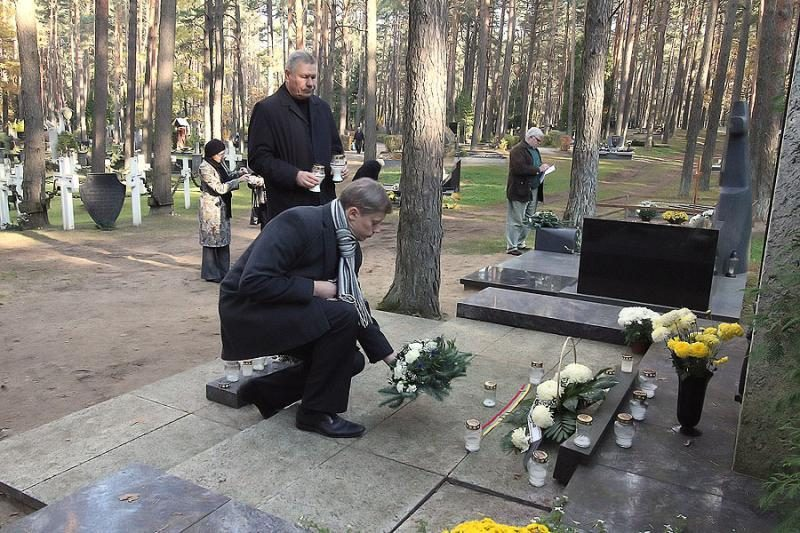 Miesto vadovai aplankė žymių žmonių kapus