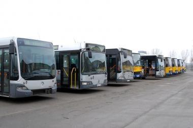 Vilniaus autobuse peiliu pasikėsinta į vyro gyvybę
