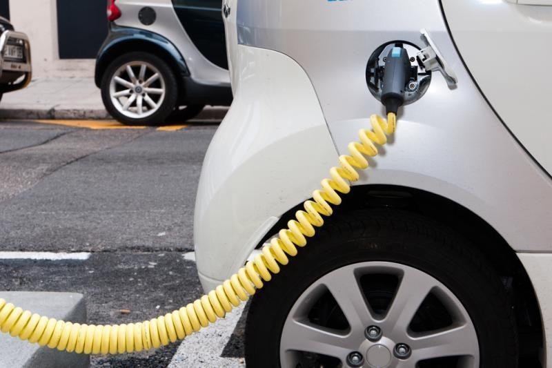 Danai entuziazmu persėsti į elektromobilius nedega