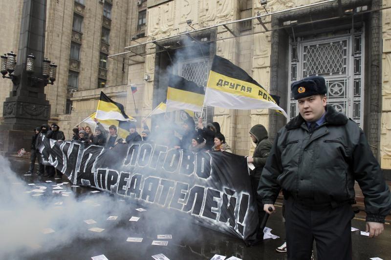 """Rusijos komunistai surengė mitingus prieš """"NATO okupaciją"""""""