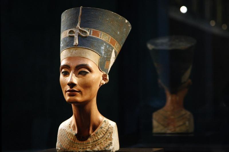 Atidarys parodą, skirtą Nefertitės biusto atradimo šimtmečiui