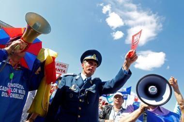 Rumunijos užsienio reikalų ministras pripažintas kaltu dėl rasistinės pastabos apie romus