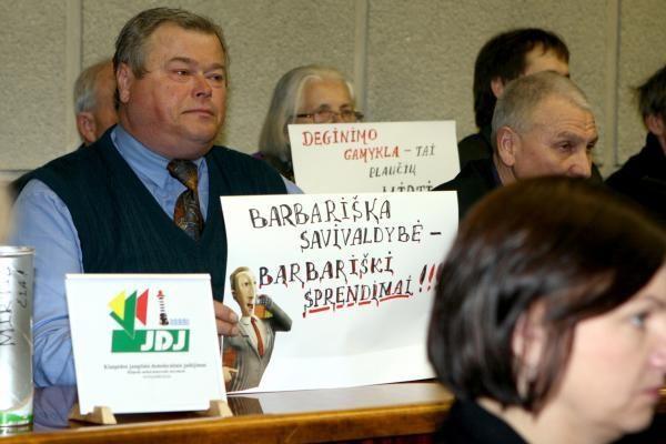 Šiukšlių deginimas Klaipėdoje: uždraudus mitingus bus piketai