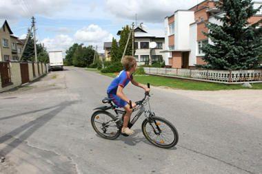 Vaikai ant dviračių – pažeidėjai per prievartą