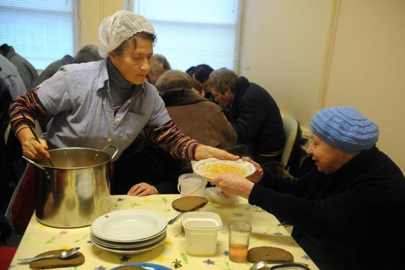 Vargšų valgykloje valganti muzikanto našlė: kaip pragyventi už 100 Lt