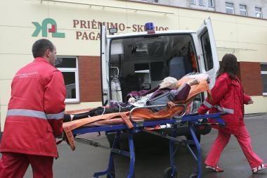 Vagys Kaune apšvarino greitosios pagalbos automobilį