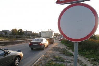 Atidarytoje gatvėje eismą draudžia ženklas