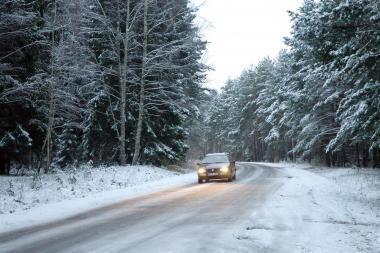 Rajoniniuose keliuose - sudėtingos eismo sąlygos