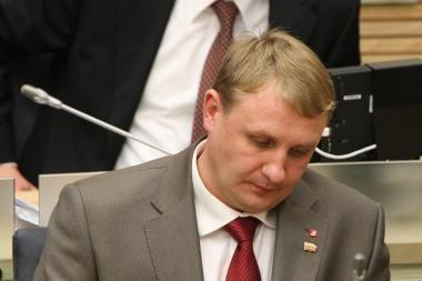 Socialdemokratų etikos sargai siūlo iš partijos šalinti Seimo narį A.Šedžių