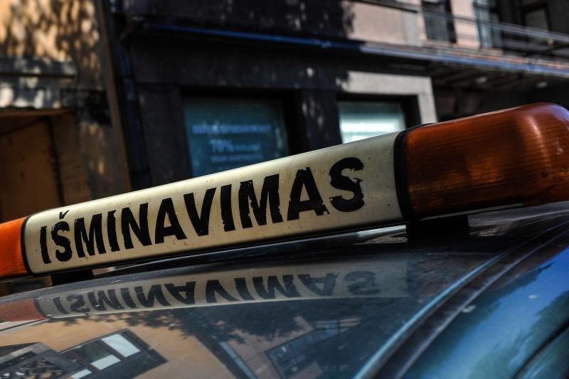 Kaune socialiniame būste per kratą rasta granata