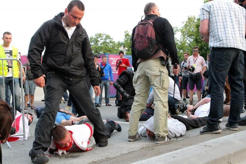Varšuvoje – Lenkijos ir Rusijos futbolo aistruolių susirėmimai