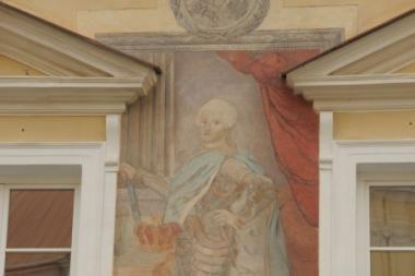 VU Didžiajame kieme atidengta atnaujinta freska