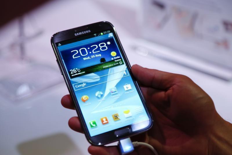 """""""Samsung"""" pavyko aplenkti """"Nokia"""" ir mobilių telefonų segmente"""