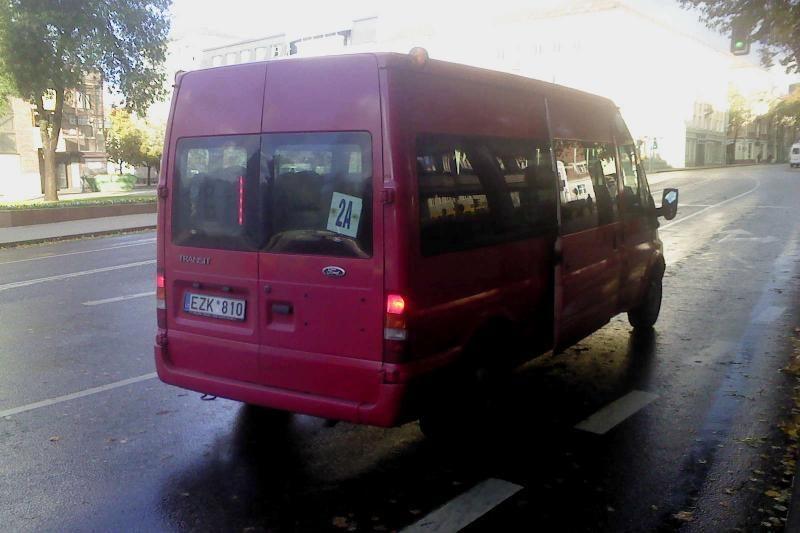 Prie autobuso vairo – telefonu kalbantis vairuotojas (papildyta)