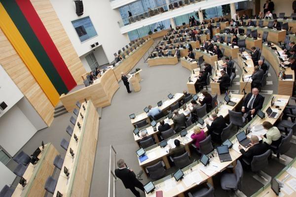 Siūloma Seimo narių skaičių pjauti perpus (papildyta)