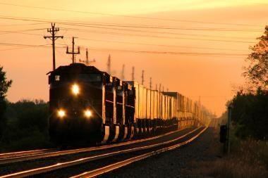 Geležinkelio tiesimo centro akcijų rinkos vertę už 15,5 tūkst. litų nustatys