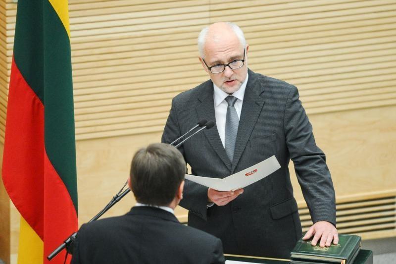 Prezidentūra: D.Pavalkis turėjo pranešti apie kaltinimus žmonai