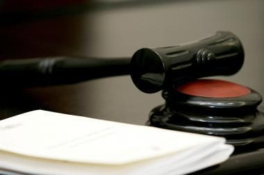 Valstybę bandę apgauti verslininkai susitiks teisme