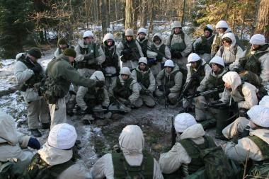 Norintiems atlikti pradinę karo tarnybą pradedami rengti nauji kariniai mokymai