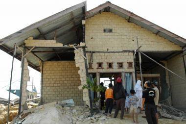 Indoneziją sukrėtęs drebėjimas pareikalavo aukų