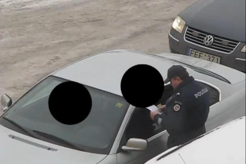 Kauno policininkus įklampino internete paskelbtas vaizdo įrašas