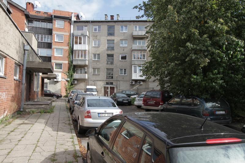 Klaipėdos valdžia nori atsikratyti prievolės valyti kiemus
