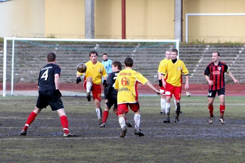 Klaipėdos centrinio stadiono veja pašiurpino vadovus