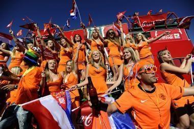 Britų televizijos futbolo ekspertas dėl pagalbos reklamuojant alų neteko darbo