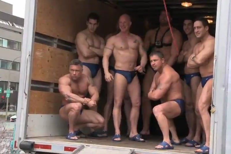 Ar į miniveno bagažinę telpa 11 seksualių vyrukų?