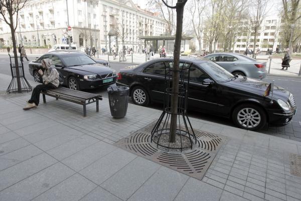 Gedimino prospekte automobiliai birbs visą parą