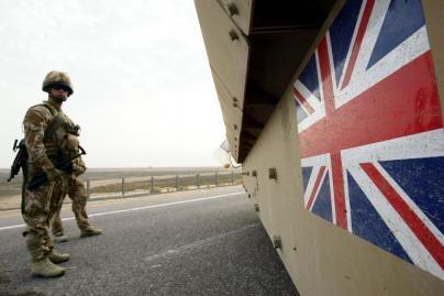Britų kariai traukiasi iš Irako
