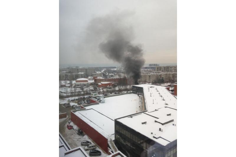 Liepsnos: Vilniuje Šeškinėje degė automobilis