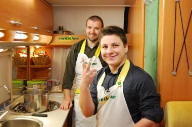 Dantimis grojantis Mikas kulinarijos paslapčių mokėsi pas L.Samėną