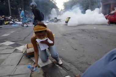 Tailando policija lazdomis ir dujomis vaikė protestuotojus