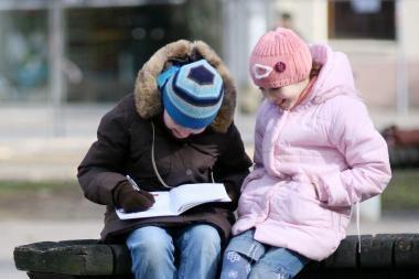 Šaltis mokyklose išretino pradinukų gretas